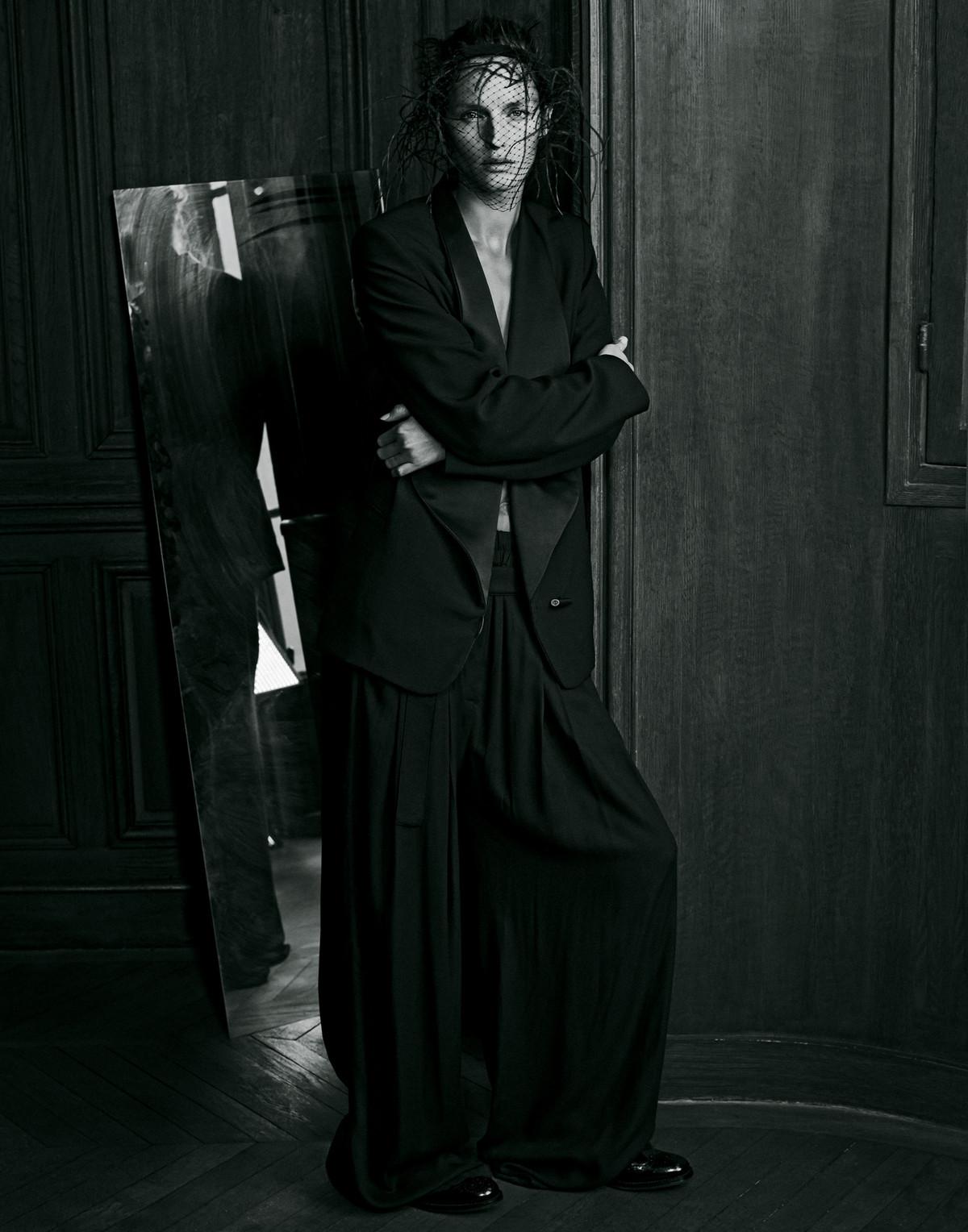 "Harpers Bazaar Japan, ""Le Noir"""